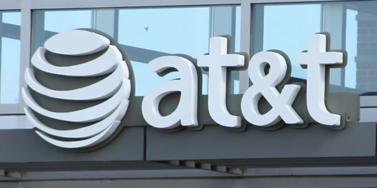 AT&T reportedly trying to sell DirecTV after massive customer losses