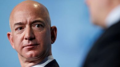 Photo of Amazon protesters established up guillotine outdoors Jeff Bezos' dwelling