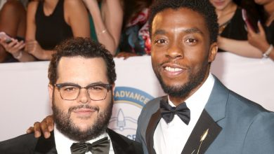Photo of Josh Gad shares closing text information sent from late co-star Chadwick Boseman