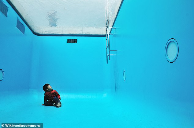 Another mind-blowing inspiration for the research project is Leandro Ehrlich's swimming pool