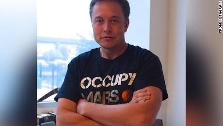 Musk, in a photo posted on his Instagram, said that SpaceX & # 39; Is wearing & quot; Occupy Mars & quot; Shirt.