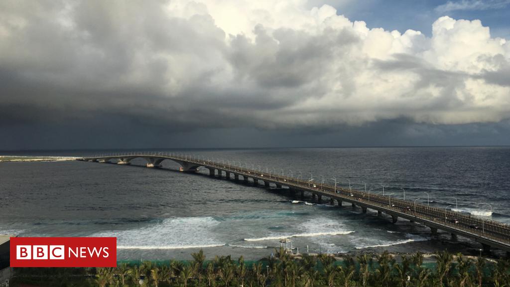 China credit dogs 'Maldives' 'bridge to prosperity'