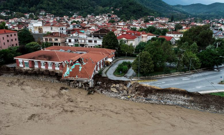 Greece collided with a rare 'medicine', killing 3 people and rescuing hundreds from the flood