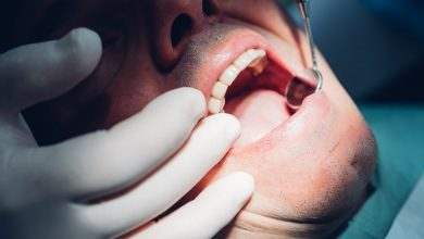 Photo of Dentists diagnose the infection of cracked teeth. whats going on?