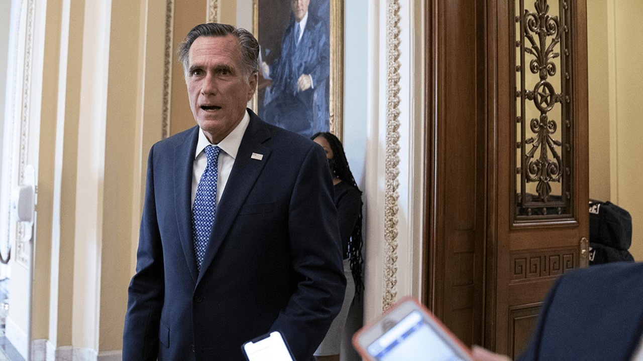 Romney supports voting for the Supreme Court candidate, paving the way for Trump