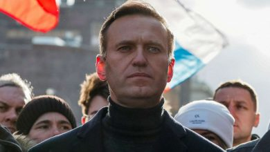 Photo of Russian opposition leader Navalny was able to get out of bed