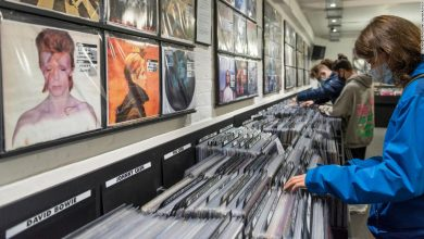 Photo of Vinyl record sales surpassed CDs for the first time since the 1980s