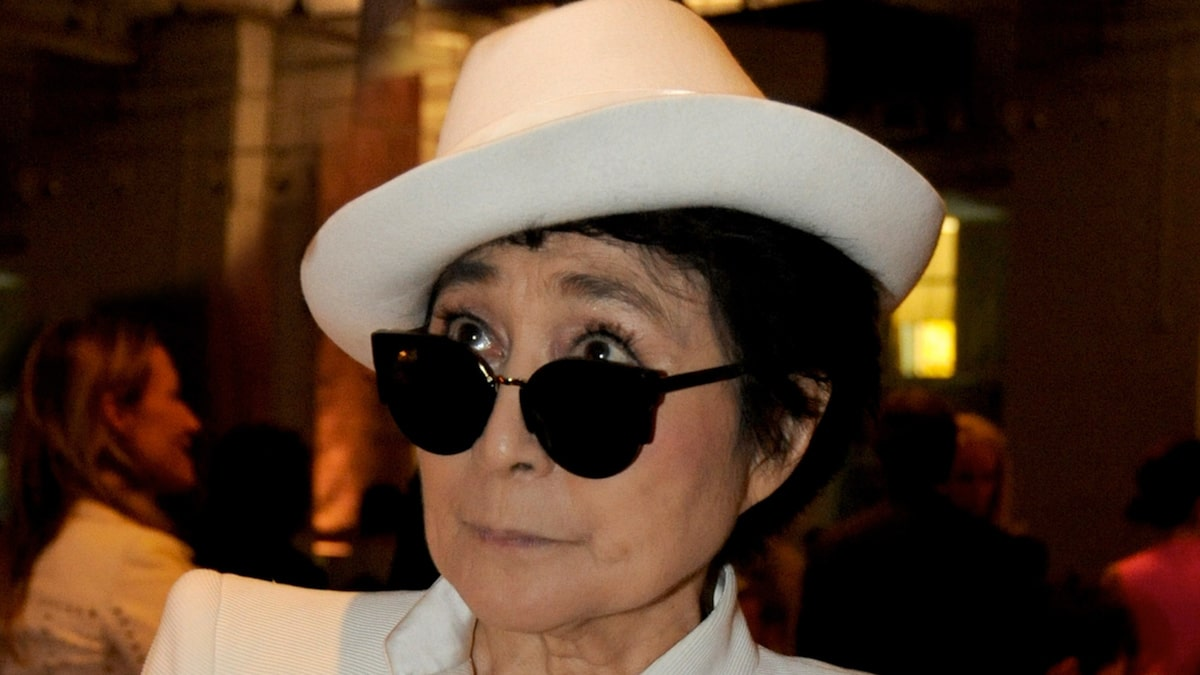 Yoko Ono has accused former John Lennon aide of continuing to exploit him