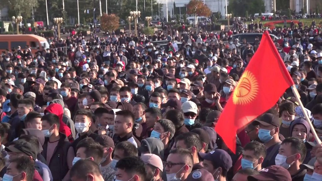 Kyrgyzstan election: Protesters attack parliament over vote rigging demands