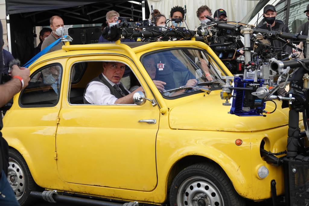 Tom Cruise and Haley Atwell film Mission Impossible 7 in a yellow synccento in Rome
