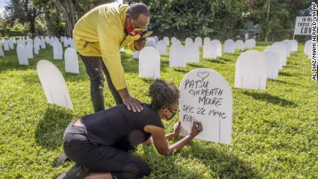 On October 14, Rachel Moore wrote her mother's name at a symbolic cemetery in Simonhof Park, a suburb of Liberty City, Miami.
