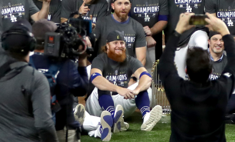 Justin Turner wins Dodgers World Series after positive COVID-19 test; Celebrates on the field