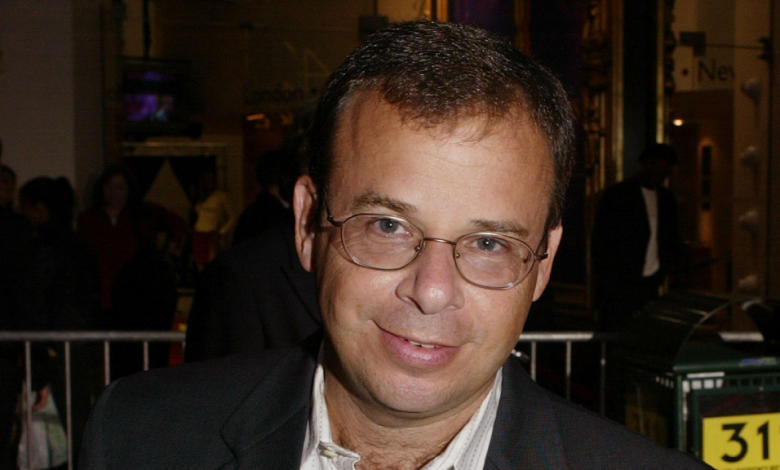 Actor Rick Moranis is the victim of an unprovoked attack on camera in Manhattan - CBS New York