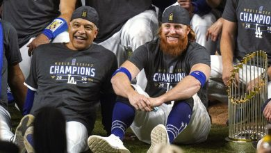 Photo of Dodgers Justin Turner ignores corona virus protocols
