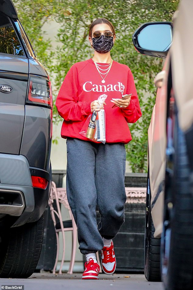 Photo of Hayley Bieber represents her husband Justin's hometown in a Canada sweater during an LA salon tour