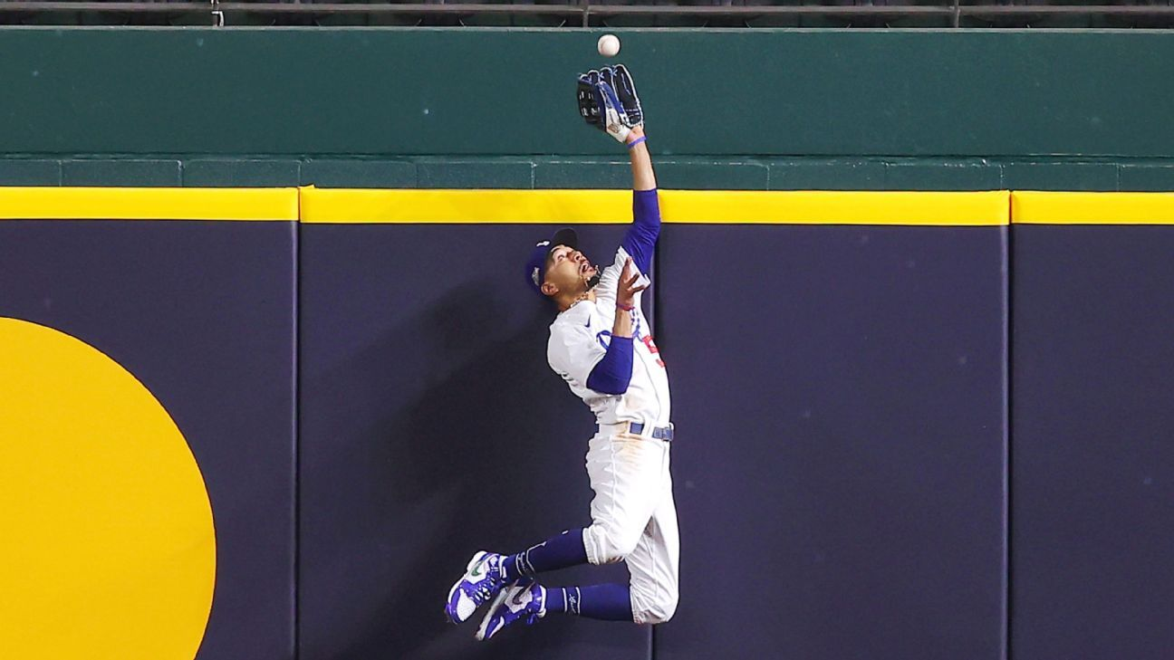Mookie Bets with another awesome catch for Dodgers at MLP Playoffs 2020 - Game 7