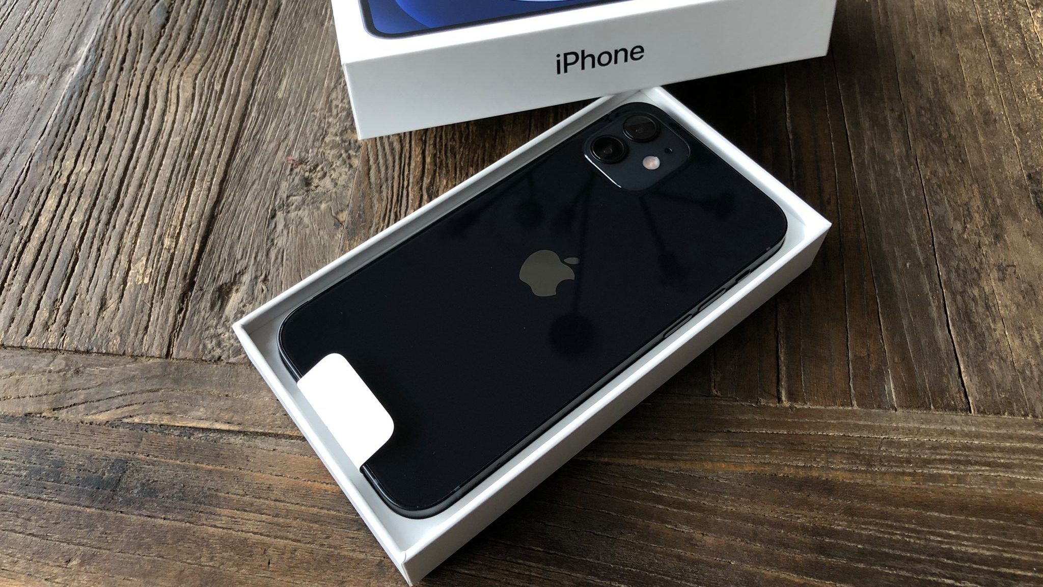 Pre-orders for the first iPhone 12 and iPhone 12 Pro begin to arrive to customers worldwide
