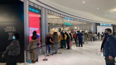 Photo of Shoppers line up for the newly opened stores at the long-awaited American Dream Mall