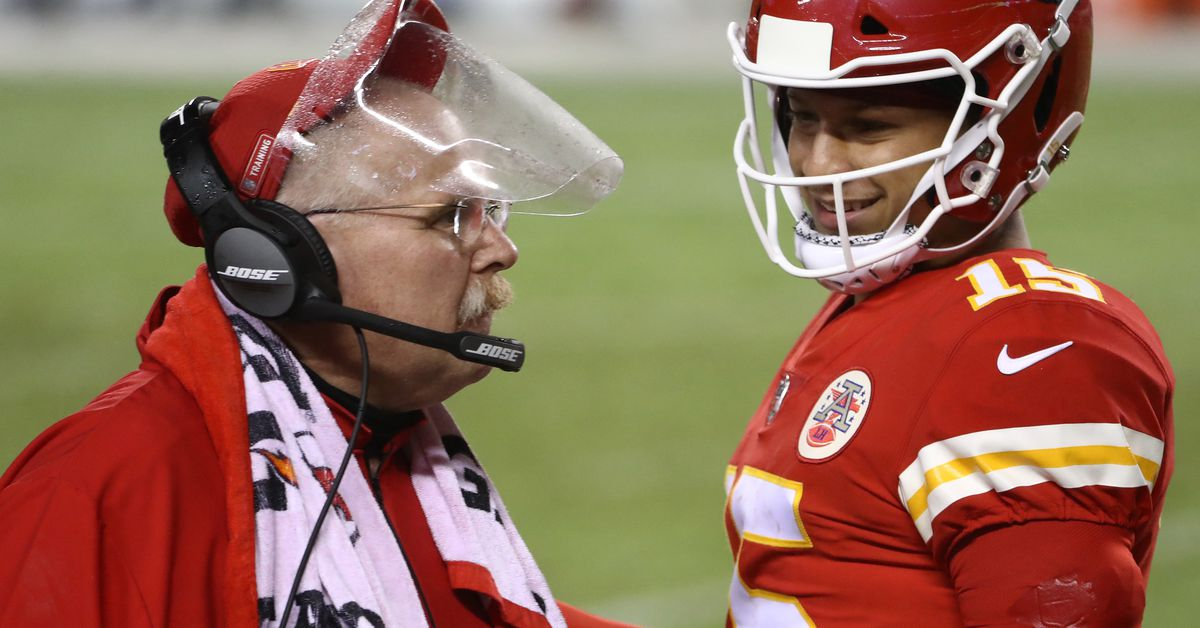 Buchanan's Injuries Against Chiefs: Full Participation in Thanksgiving