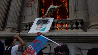 Photo of In Guatemala, protesters set fire to a congressional building to cut costs