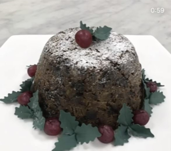 Photo of Royal chefs share a 13-step Christmas pudding recipe