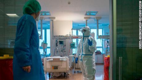 The number of elderly people receiving the corona virus in Europe is rising again.  This is very bad news