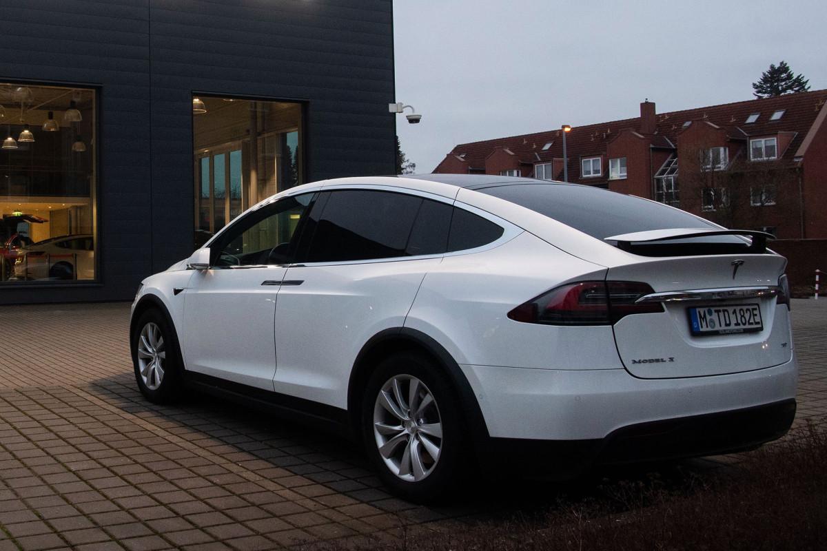 Tesla recalled more than 9,000 Model X cars