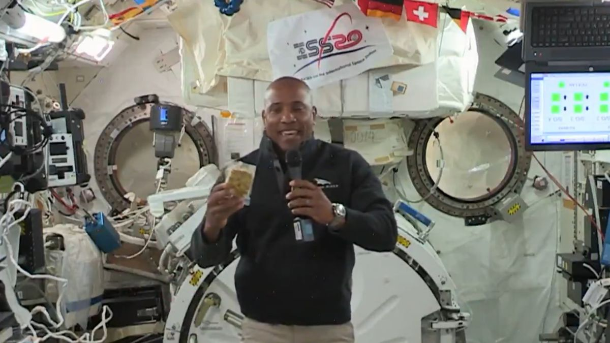 Thanksgiving 2020: Here's what astronauts will eat in space (video)