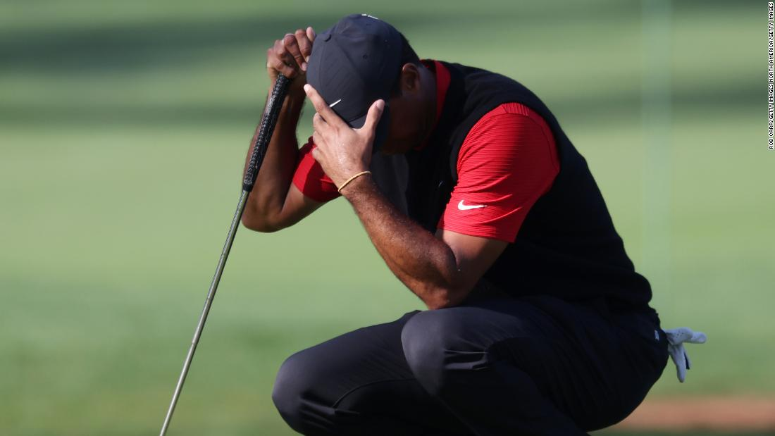 Tiger Woods Cards 10 Masters in three-by-three holes