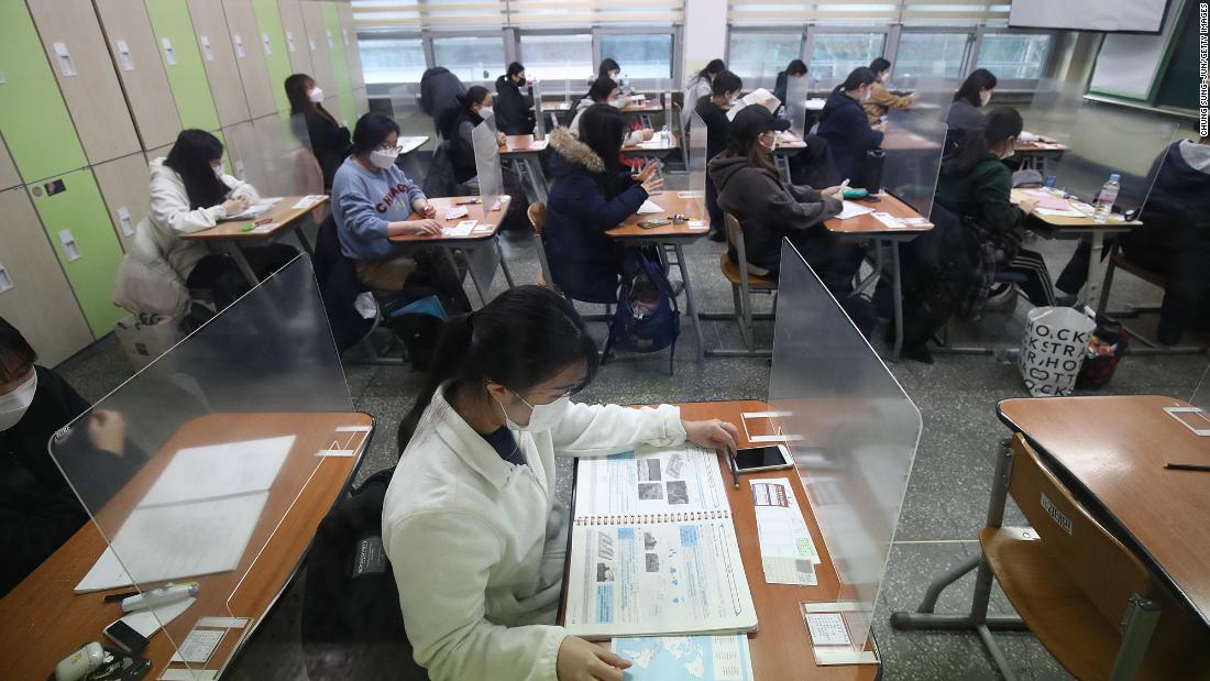 South Korea's Govt cases rise, but half a million students sit for college entrance exam CSAD