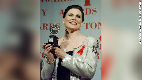 With the Tony Award for Best Dance for the Ann Ranking show & quot;  Chicago & quot;  During the 1997 Tony Awards at Radio City Music Hall.