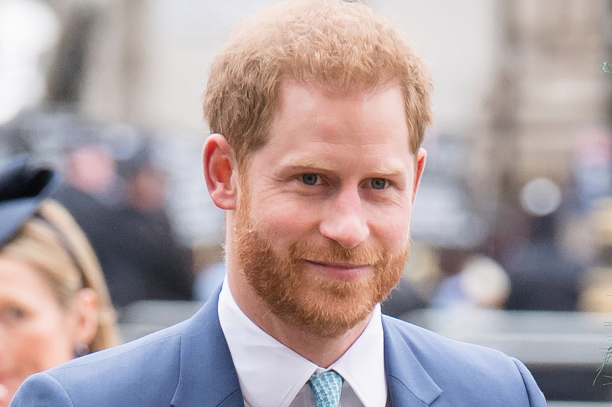 Prince Harry the boy makes a mistake for the Christmas tree seller