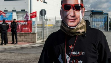 Photo of Private spies are said to have infiltrated an Amazon strike and secretly taken photos of workers, unionists and journalists. Now a union is taking legal action.