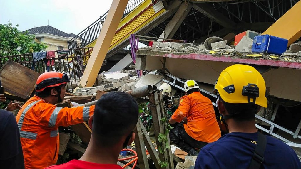 Seven dead and hundreds injured after severe earthquake in Sulawesi |  NOW