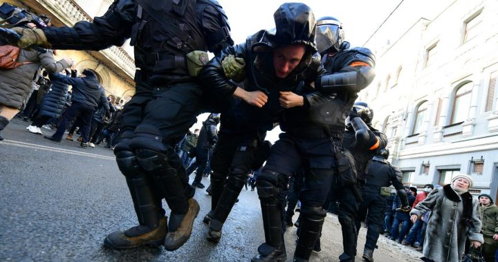 Hundreds of arrests during pro-navalny protests in Russia    NOW