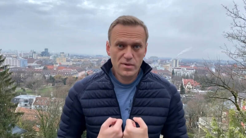 Ally Navalny detained in Moscow, the day before the opposition leader's return