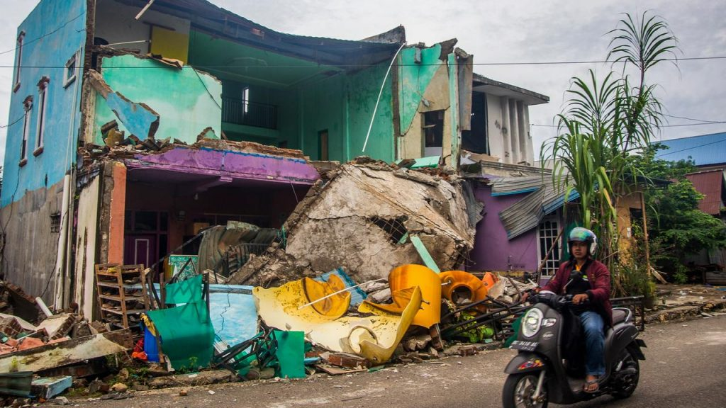 Authorities Fear Death Toll (70) in Sulawesi Earthquake Rises Again |  NOW