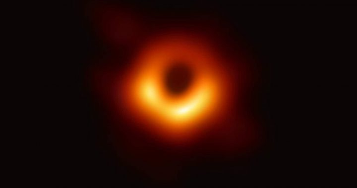 Photo Black Hole wins major American prize for Professor Nijmegen