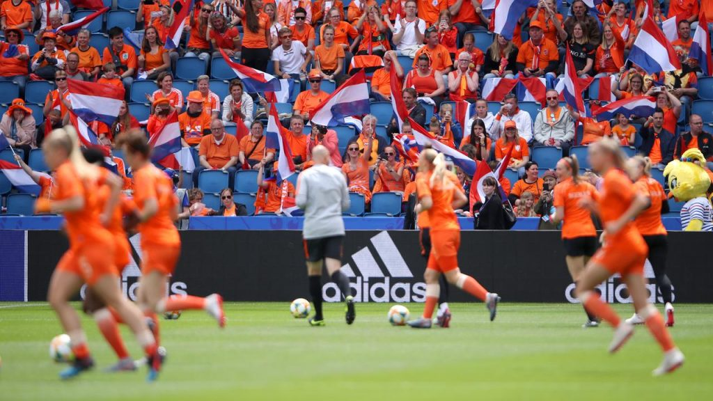 Orange women start with Van Es in World Cup match with New Zealand    NOW