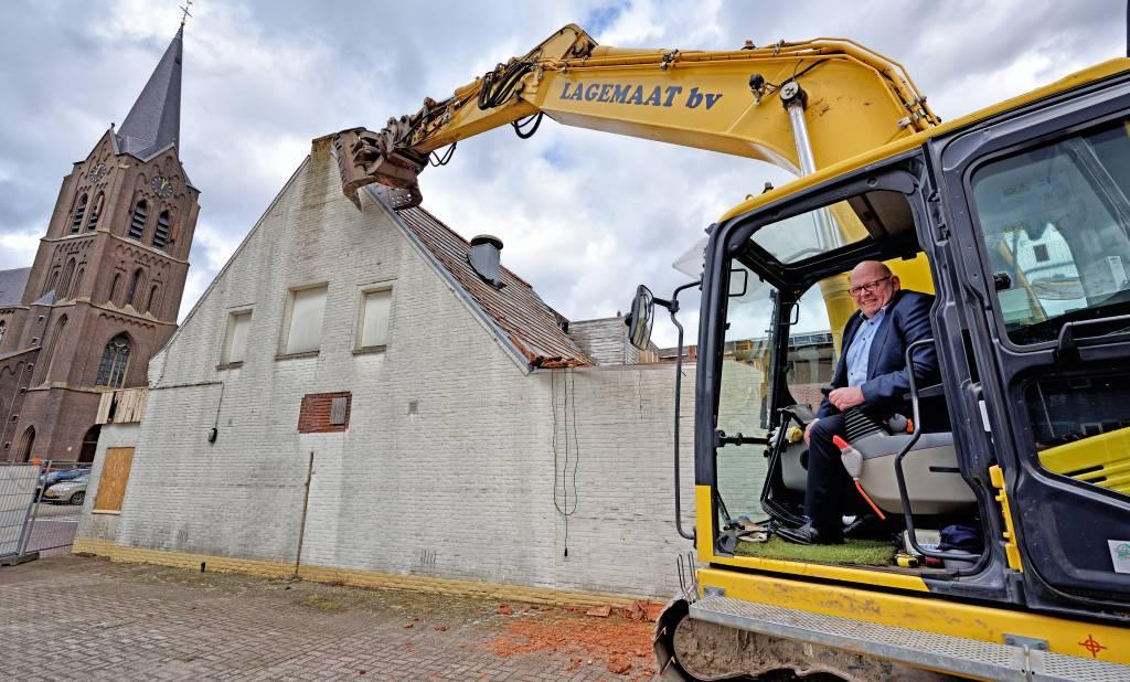 Alderman Ben Brands makes room for new Zealand village house
