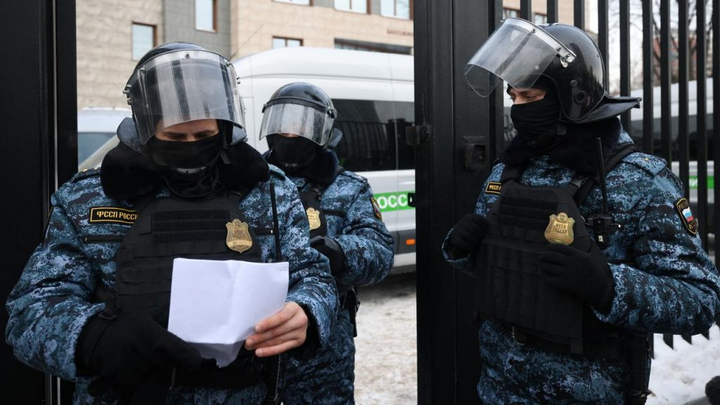About 150 Russian opposition members arrested during a meeting    NOW