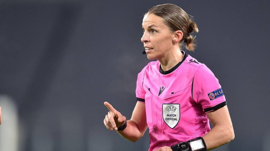 Dutch national team's match whistled for the first time by a woman
