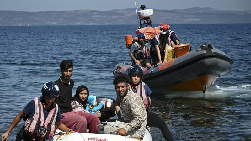 Sea Watch recovers hundreds of migrants in the Mediterranean