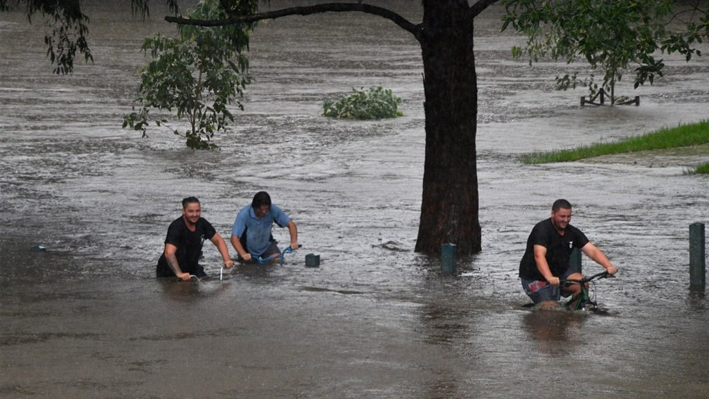 Thousands of Sydney residents have to leave their homes due to flooding