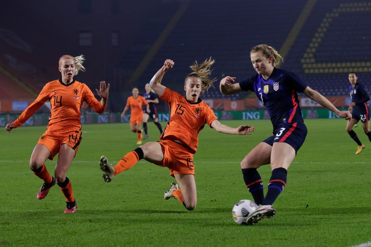 USA too strong for women football again