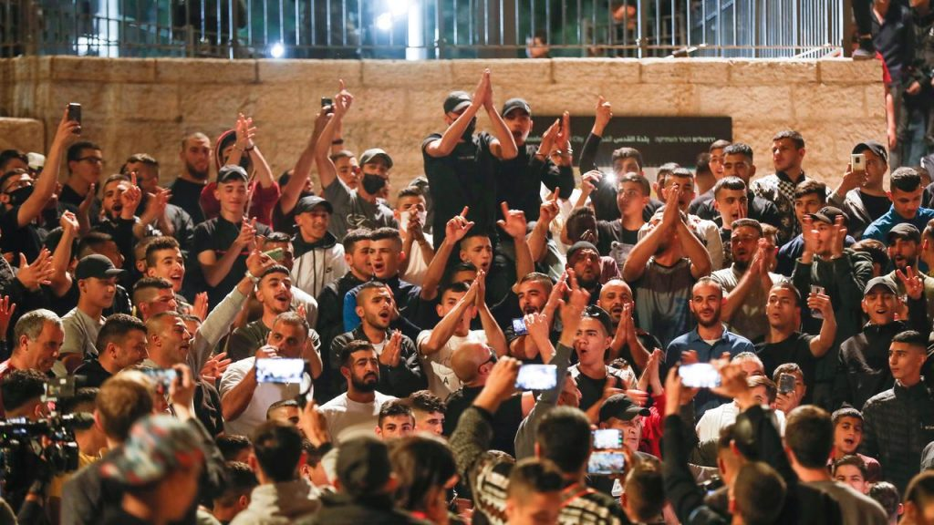 After Troubled Days, Israeli Police Remove Fences at Damascus Gate |  NOW