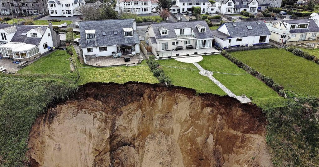 Garden suddenly disappears due to landslide |  Abroad