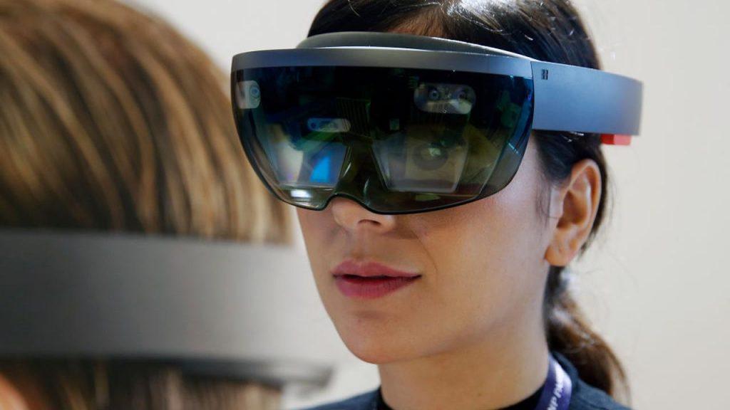 Microsoft Reaches Billion-Dollar AR Headset Deal With US Army |  NOW