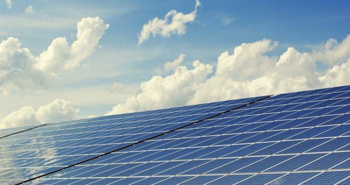 Het is het tweede zonnepark dat in Hollandscheveld wordt gebouwd (Rechten: Pixabay)