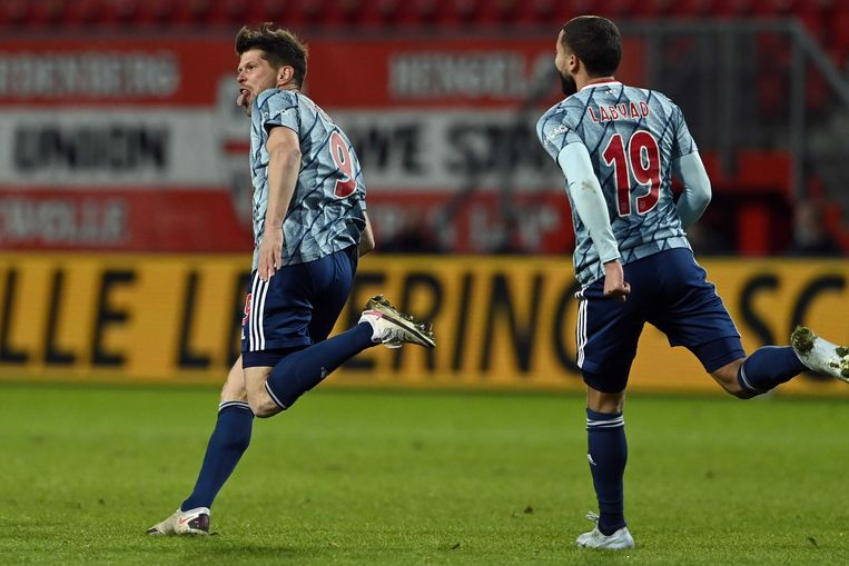 Read again: Substitute Huntelaar shoots Ajax ahead of Twente